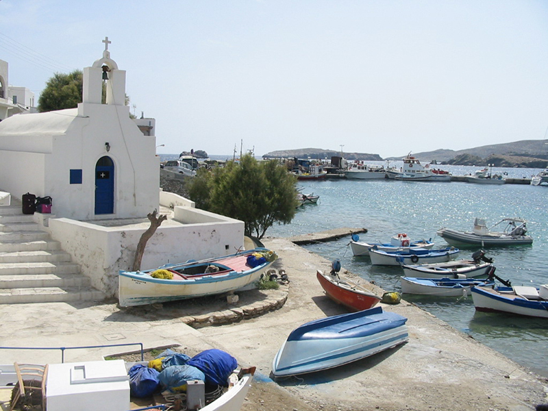Karavostasi port in Folegandros