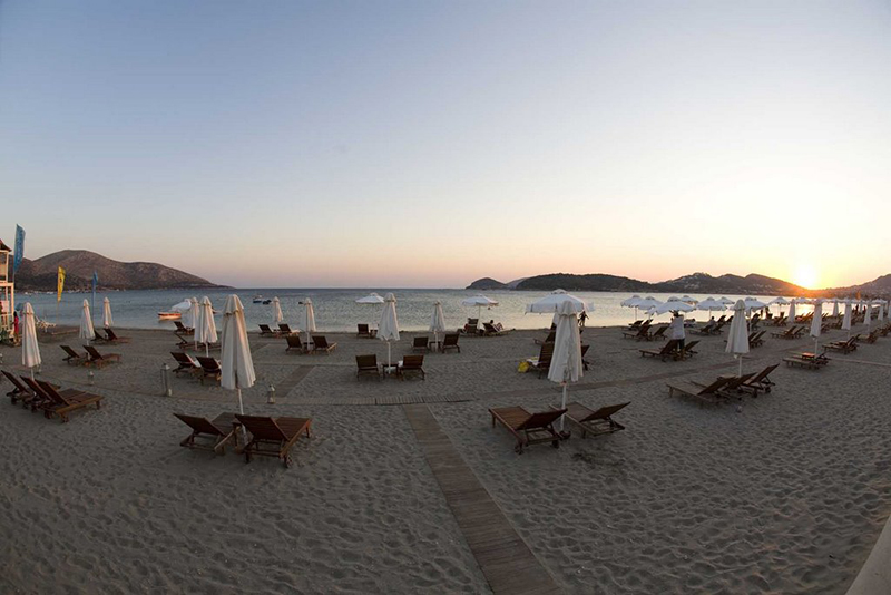 Anavyssos beach in sunset