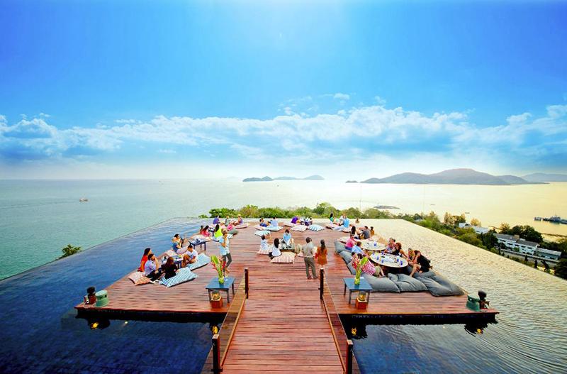 Theros beach bar in Santorini
